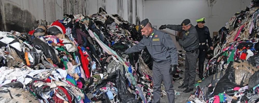 Amianto, olio esausto e pneumatici Caravaggio, 4 capannoni pieni di rifiuti