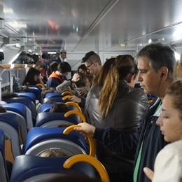 I pendolari scrivono a Santa Lucia «Dopo i bimbi, fai un regalo anche a noi...»