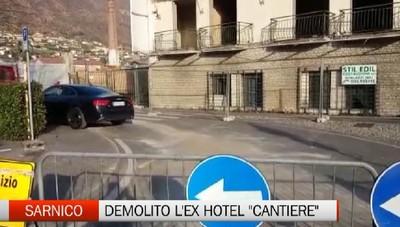 Sarnico: demolito l'ex Hotel Cantiere