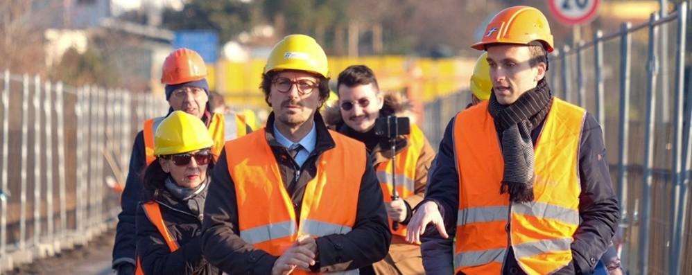 Il ministro Toninelli al ponte di Calusco «Due anni per riaprire, priorità nazionale»