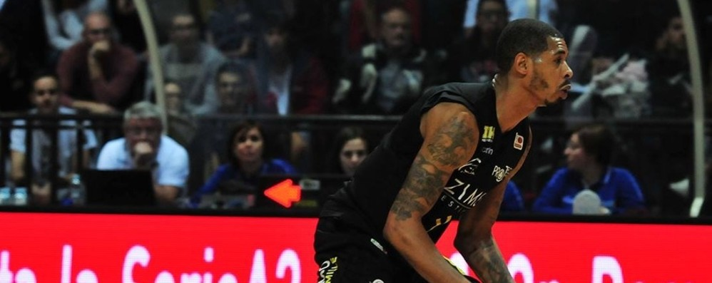 Bergamo Basket, niente vetta Latina vittoriosa per una manciata di punti