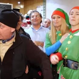 Il video di Natale della Hunziker -Guarda Gli auguri a sorpresa ai bergamaschi
