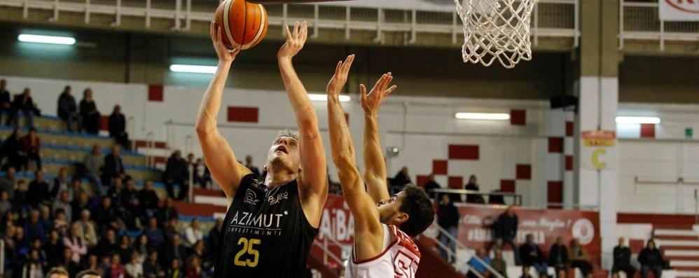 Tiri liberi sul basket orobico Bergamo, è la difesa che non regge