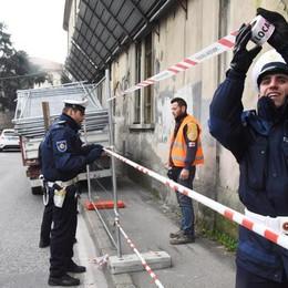 Cadono calcinacci dalla Montelungo Transennata via Muraine e San Giovanni