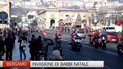 Bergamo invasa da Babbi Natale