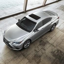 ES Hybrid la berlina di Lexus
