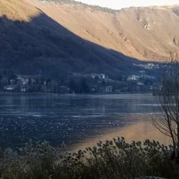Lago di Endine ghiacciato a Monasterolo Ma attenzione allo spessore