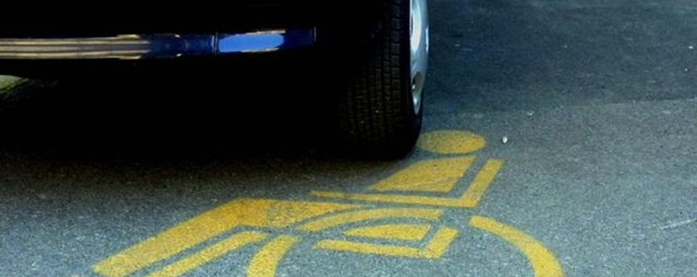 Lo sfogo di una giovane disabile «Scrivo a chi occupa i nostri posti auto»