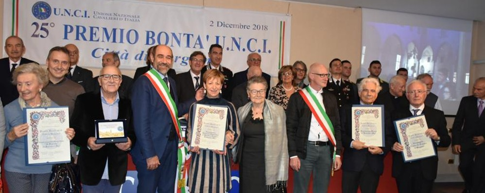 Premio della Bontà dei Cavalieri Unci  a molte associazioni bergamasche