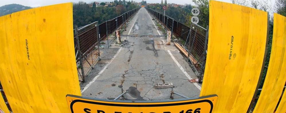 Il ponte di Calusco chiuso e la crisi «Gli affari sono calati del 40%»