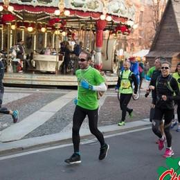 Staffetta di Natale, si corre per solidarietà Percorso di luce dalla capanna de L'Eco