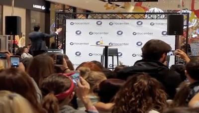 Marco Mengoni ad OrioCenter In centinaia per il cantante