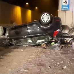 Auto ribaltata in galleria a Bonate Ferite due ragazze di 19 e 21 anni