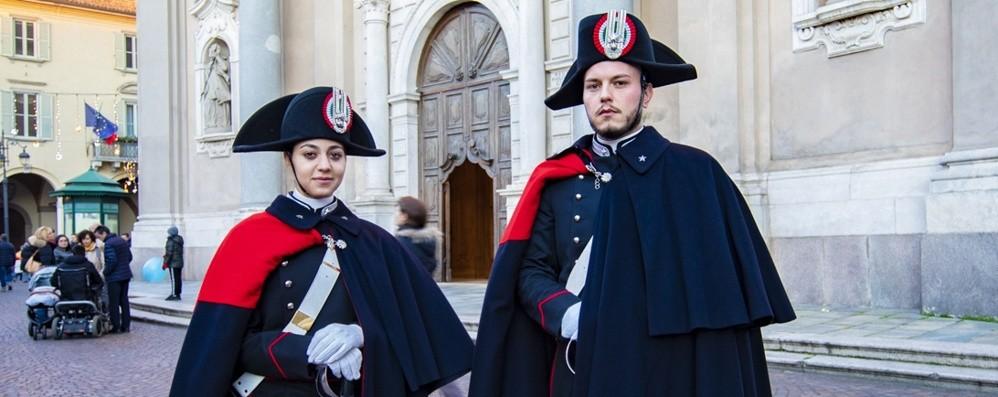Il fascino della divisa (antica) A Treviglio carabinieri in alta uniforme