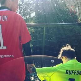 Gli auguri del Papu a Gigi Buffon «Miglior portiere della storia del calcio»