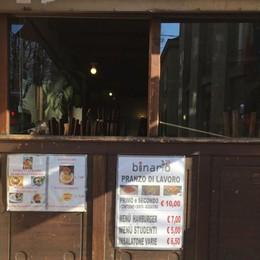 Rubano i casoncelli, poi bevono la grappa Abbuffata (e sbronza) al Binario 12 - Foto