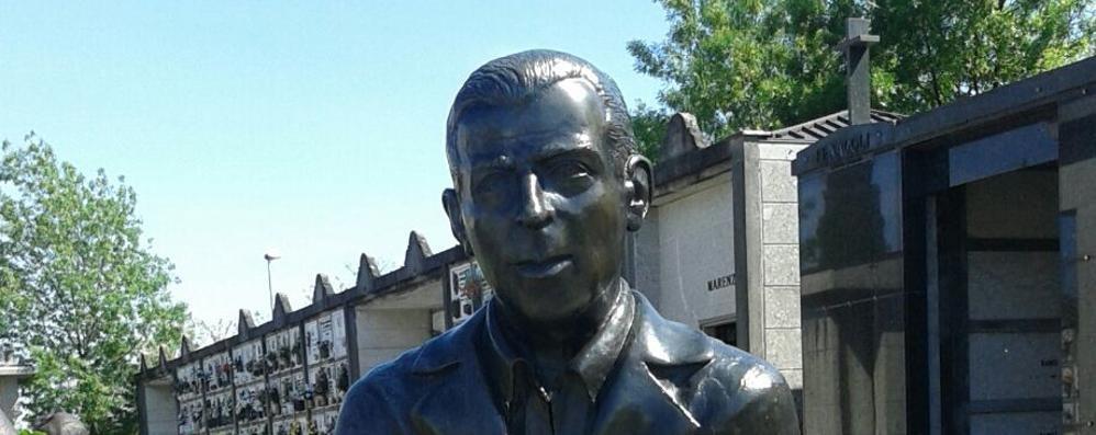 Rubata al cimitero, l'appello accorato «Non fondete la statua di mio nonno»