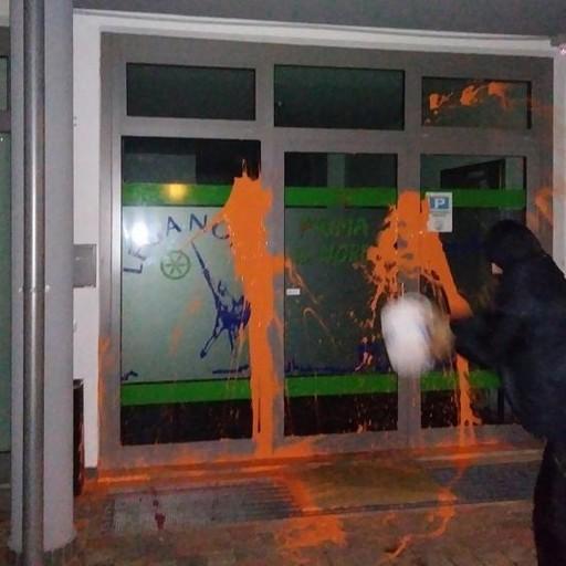 Bergamo, sede della Lega imbrattata Il Kap rivendica su Facebook ...
