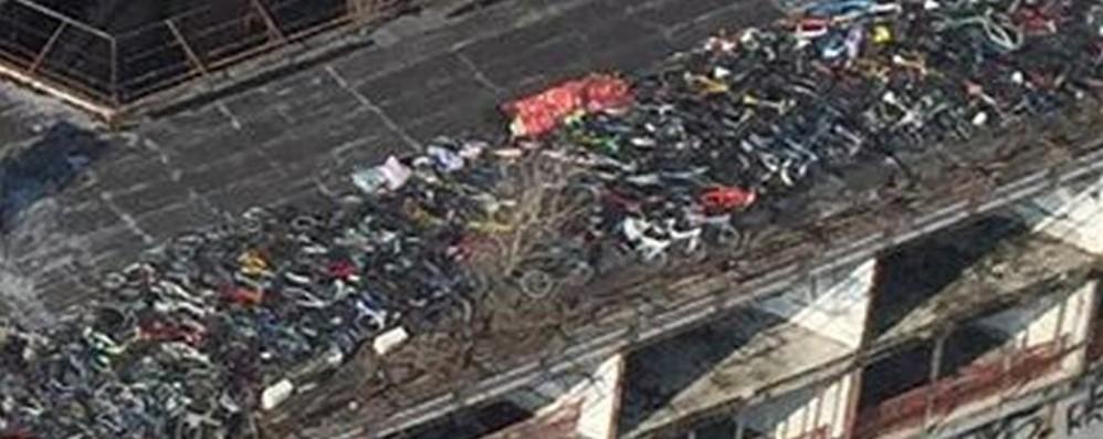 Centinaia di bici rubate trovate su un tetto A Milano centro di ricettazione lombardo