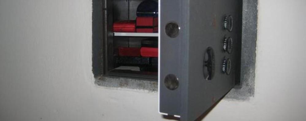 Bergamo, ladri a casa dell'avvocato  Gettata dal balcone cassaforte di 500 kg