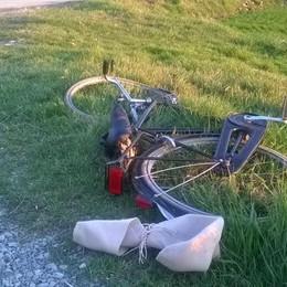 Investito in bicicletta a Urgnano L'auto nel campo, muore 76enne