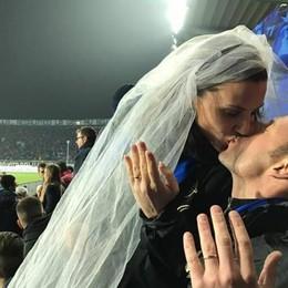 Ricordate la coppia di sposini nerazzurri? Sono in viaggio di nozze (sì, a Dortmund)