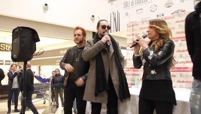 Le Vibrazioni incontrano i fan Il video della band a Stezzano