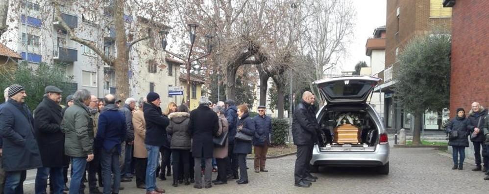 Gerry Scotti e Beruschi a Colognola In molti per l'ultimo saluto a Silvia Arzuffi