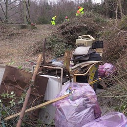 A Trescore droni per scovare i rifiuti  Trovate anche lastre di eternit