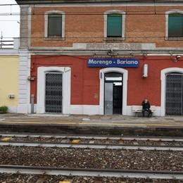 Viaggio tra le stazioni «fantasma» Degradate e evitate anche dai pendolari