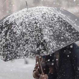 Primavera lontana: ecco pioggia e neve Su Bergamo ondata di gelo dall'Europa