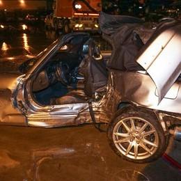 In auto contro un albero a Treviolo Soccorso dagli amici, muore a 23 anni