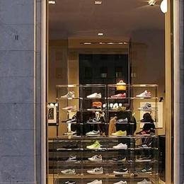 Stretta sulle vetrine dei negozi sfitti  Il commercio cittadino si rifà il look