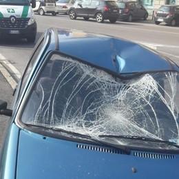Ciclista travolto in via Moroni 22enne trasportato all'ospedale