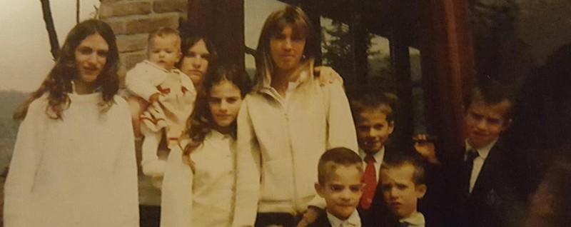 Petosino piange Fernanda Giuliani «Mamma solare», l'abbraccio dei 9 figli