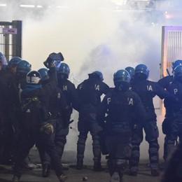 Tre agenti feriti prima di Atalanta-Borussia Un arrestato, 38 persone denunciate