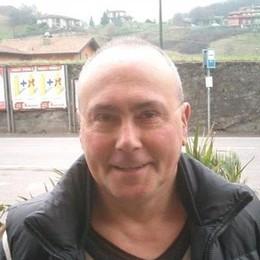 Cade mentre sta pulendo i vetri Muore barista di 61 anni a Sovere