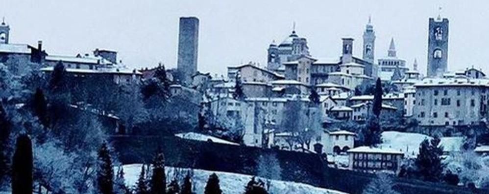 La neve (tanto annunciata), è arrivata Fiocchi bianchi nella notte in città- Foto