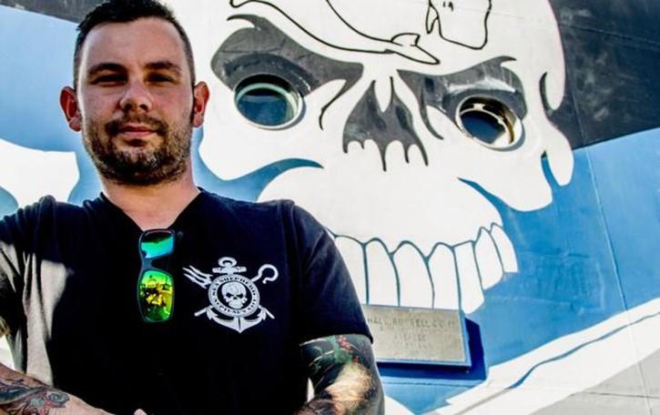 Massimo, l'eco-pirata dei mari  «Vivo in nave per salvare la fauna ittica»
