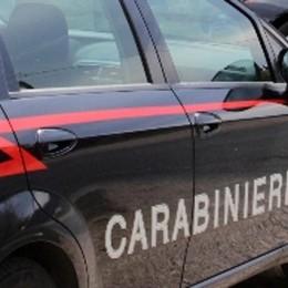 Litiga e aggredisce la moglie in casa Si scaglia sui carabinieri: arrestato