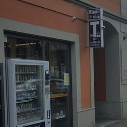 Treviglio, «marijuana light» al distributore Protestano i «genitori anti-droga»