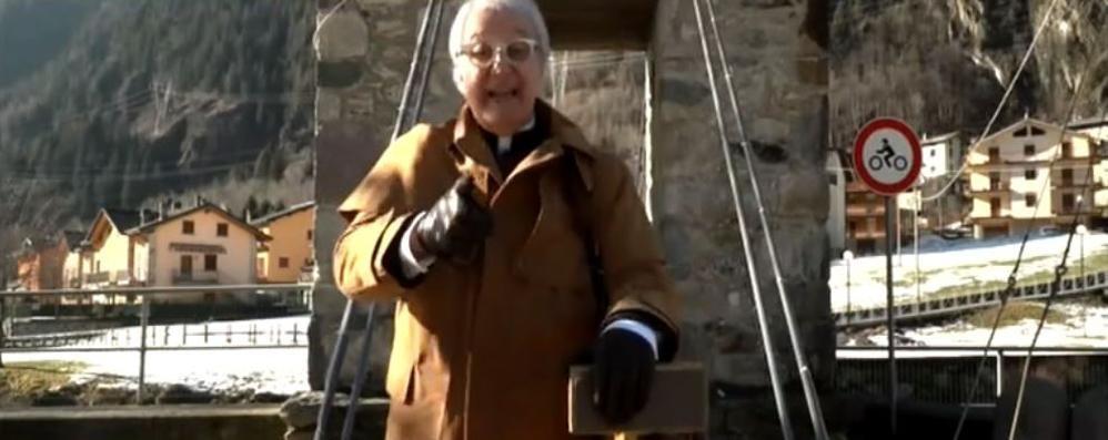 «Striscia la Notizia» in Val Brembana Rampello elogia i casari di Branzi