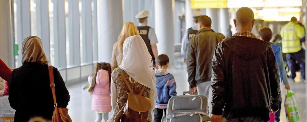 Migranti: Ue, -43% domande asilo in 2017, ma numero resta alto