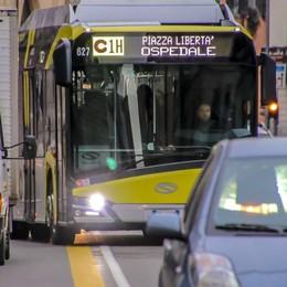 Linea C, buona la prima - Foto e video Ancora auto sulle corsie preferenziali
