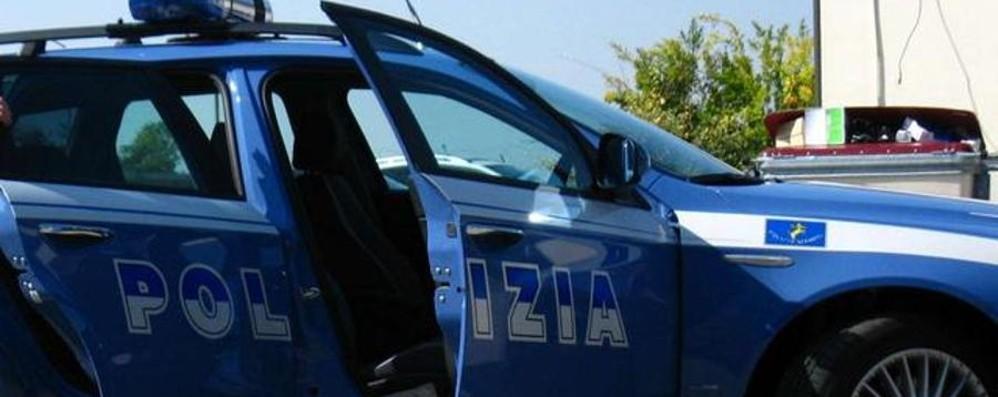 Furti ai turisti in aeroporto Presi dopo una fuga in auto