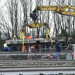 Treno deragliato a Pioltello Tavoletta di legno sotto i binari da mesi