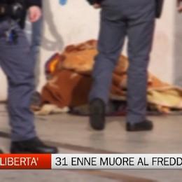 Morire in strada, giovane senzatetto trovato sotto i portici del palazzo della libertà