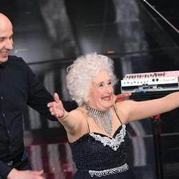 Paddy Jones, la «vecchia che balla» È lei la star a sorpresa di Sanremo