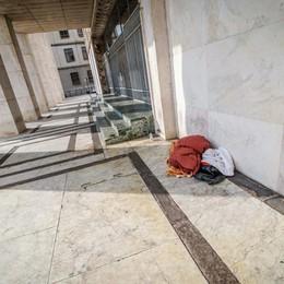 Senzatetto muore in piazza Libertà La vittima è un uomo di 30 anni