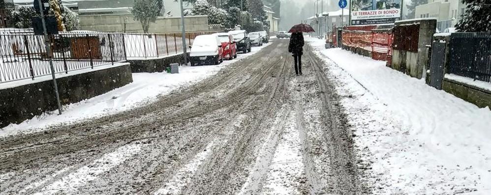 Nevica su tutta la Bergamasca Strade sporche, segnalati disagi - Le foto